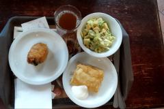 Puzata hata 2:  lazacos cézár saláta, töltött csirke, túrós pite, füstös almalé!