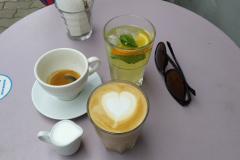 The Bookshelf Coffee House, levendulás szíves latte, espresso, limonádé