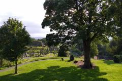 Kilátás a várból a temetőre