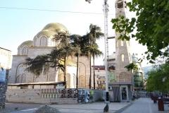 Templom  Teréz Anya szobra mellett